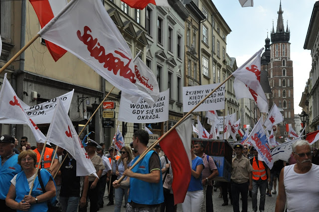 Protest pracowników Wód Polskich w Krakowie